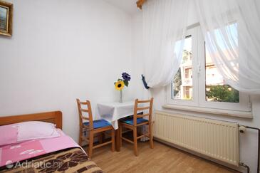 Kaštel Kambelovac, Dining room in the studio-apartment, WiFi.