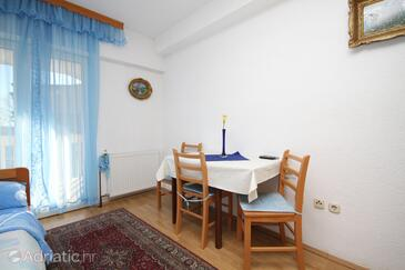 Kaštel Kambelovac, Salle à manger dans l'hébergement en type studio-apartment, WiFi.