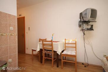 Kaštel Kambelovac, Jídelna v ubytování typu studio-apartment, WiFi.
