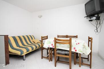 Podstrana, Dining room in the apartment, dopusteni kucni ljubimci i WIFI.