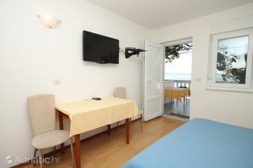 Podstrana, Dining room in the studio-apartment, dopusteni kucni ljubimci i WIFI.