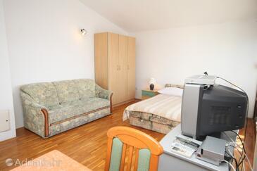 Podstrana, Living room in the studio-apartment, dostupna klima, dopusteni kucni ljubimci i WIFI.