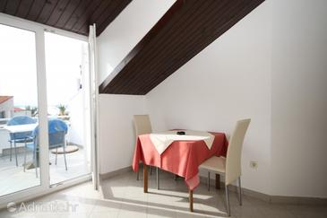 Podstrana, Dining room in the studio-apartment, dopusteni kucni ljubimci.
