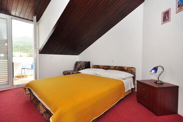 Podstrana, Bedroom in the room, dostupna klima i dopusteni kucni ljubimci.
