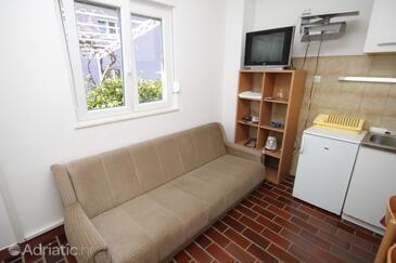 Podstrana, Dining room in the apartment, dostupna klima, dopusteni kucni ljubimci i WIFI.