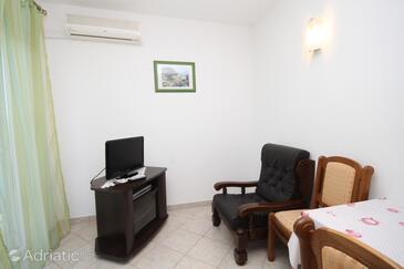 Nečujam, Living room in the apartment, dostupna klima i WIFI.