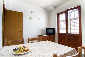 Stomorska, Jídelna v ubytování typu apartment, s klimatizací, domácí mazlíčci povoleni a WiFi.