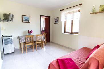 Stomorska, Obývací pokoj v ubytování typu apartment, domácí mazlíčci povoleni a WiFi.