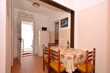 Arbanija, Jedilnica v nastanitvi vrste apartment, dostopna klima, Hišni ljubljenčki dovoljeni in WiFi.