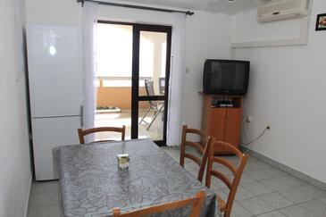 Mandre, Jídelna v ubytování typu apartment, s klimatizací, domácí mazlíčci povoleni a WiFi.