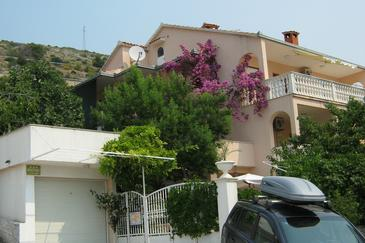 Seget Donji, Trogir, Property 8656 - Apartments near sea with pebble beach.
