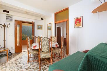Vinišće, Jídelna v ubytování typu apartment, s klimatizací, domácí mazlíčci povoleni a WiFi.