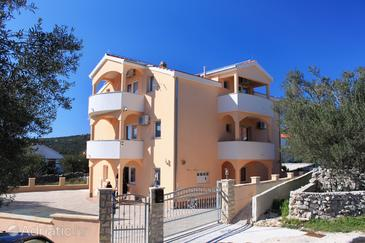 Vinišće, Trogir, Объект 8660 - Апартаменты с галечным пляжем.
