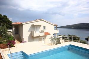Dom s bazénom pre rodinu, pri mori Poljica (Trogir) - 8661