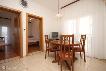 Okrug Donji, Jídelna v ubytování typu apartment, s klimatizací a WiFi.