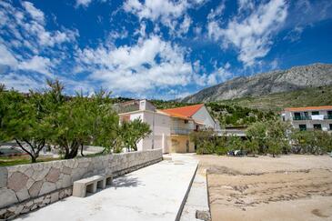 Duće, Omiš, Objekt 8668 - Ubytování v blízkosti moře s písčitou pláží.