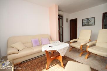 Pokrivenik, Obývací pokoj v ubytování typu apartment, s klimatizací.