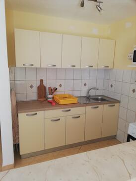 Pokrivenik, Kuchyně v ubytování typu studio-apartment.