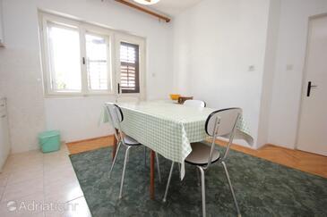 Suhi Potok, Dining room in the apartment, WiFi.