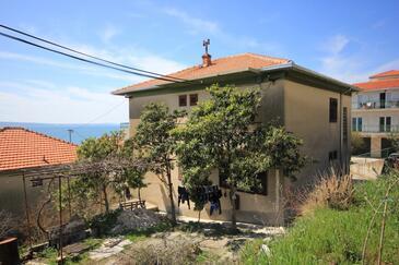 Suhi Potok, Omiš, Objekt 8676 - Ubytování v blízkosti moře s oblázkovou pláží.