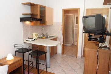 Podstrana, Dining room in the studio-apartment, WIFI.