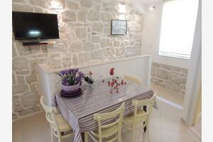 Apartments by the sea Kastel Stafilic (Kastela) - 8678
