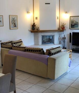 Duće, Obývací pokoj v ubytování typu apartment, s klimatizací a WiFi.