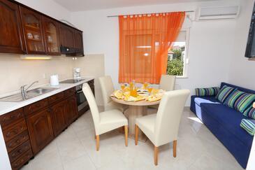 Trogir, Dining room in the apartment, dostupna klima i WIFI.