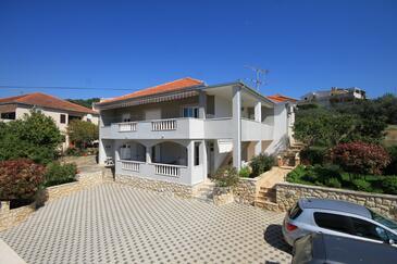 Trogir, Trogir, Objekt 8683 - Ubytovanie blízko mora s kamienkovou plážou.