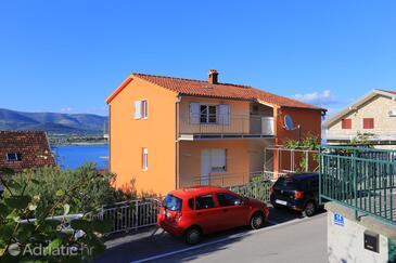 Mastrinka, Čiovo, Objekt 8684 - Apartmaji v bližini morja s prodnato plažo.