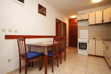 Mavarštica, Jedáleň v ubytovacej jednotke apartment, dostupna klima i WIFI.