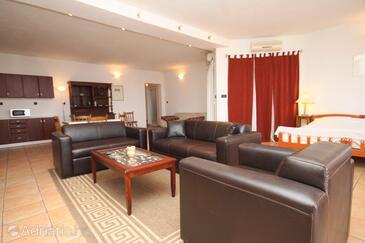 Cavtat, Living room in the studio-apartment, WIFI.