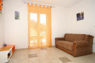 Pobij, Obývací pokoj v ubytování typu apartment.