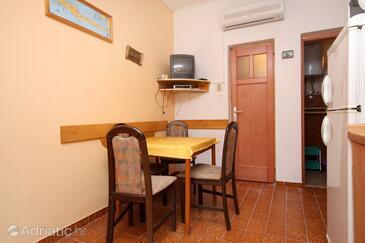 Ivan Dolac, Столовая в размещении типа apartment, доступный кондиционер, Домашние животные допускаются и WiFi.