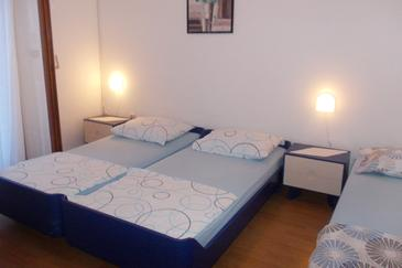 Hvar, Spavaća soba u smještaju tipa room, dostupna klima i WiFi.