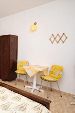 Sveta Nedilja, Jídelna v ubytování typu studio-apartment, s klimatizací, domácí mazlíčci povoleni a WiFi.