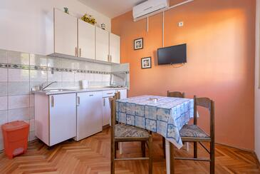 Stari Grad, Jídelna v ubytování typu studio-apartment, s klimatizací a WiFi.