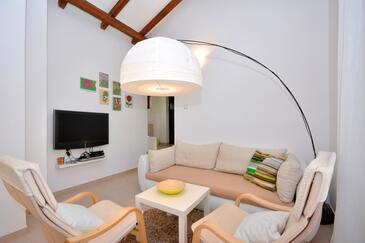 Basina, Obývacia izba v ubytovacej jednotke house, domáci miláčikovia povolení.