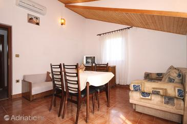 Vrisnik, Dining room in the apartment, air condition available, (pet friendly) and WiFi.