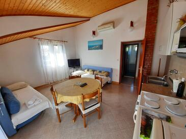 Vrisnik, Dining room in the apartment, dostupna klima, dopusteni kucni ljubimci i WIFI.