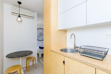 Slano, Kuhinja u smještaju tipa room, dostupna klima i WiFi.