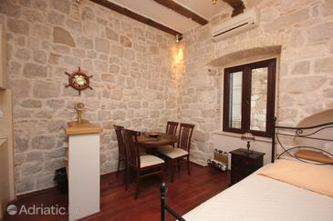 Dubrovnik, Dining room in the studio-apartment, dopusteni kucni ljubimci i WIFI.