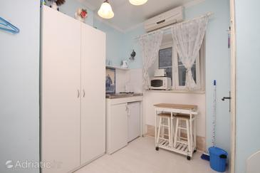 Dubrovnik, Kitchen in the studio-apartment, dostupna klima i WIFI.