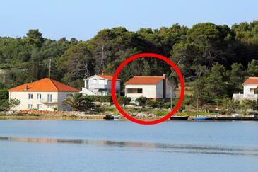 Veli Rat, Dugi otok, Objekt 875 - Ubytování v blízkosti moře s kamenitou pláží.