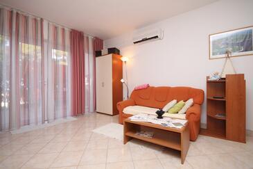 Jelsa, Obývacia izba v ubytovacej jednotke apartment, dostupna klima i WIFI.