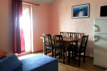Ivan Dolac, Dining room in the apartment, dopusteni kucni ljubimci i WIFI.