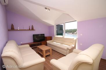 Basina, Living room in the apartment, air condition available and (pet friendly).
