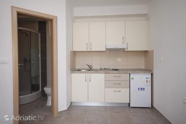 Basina, Kitchen in the studio-apartment, (pet friendly).