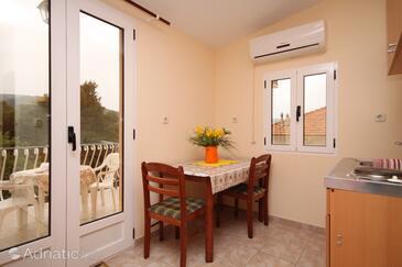 Stari Grad, Столовая в размещении типа studio-apartment, доступный кондиционер, Домашние животные допускаются и WiFi.