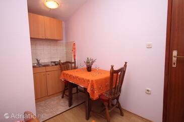 Stari Grad, Blagovaonica u smještaju tipa studio-apartment, kućni ljubimci dozvoljeni i WiFi.